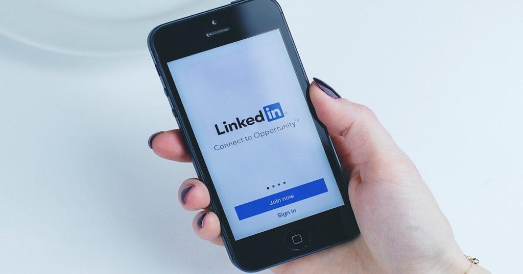 comment-recruter-reseaux-sociaux-linkedin-facebook