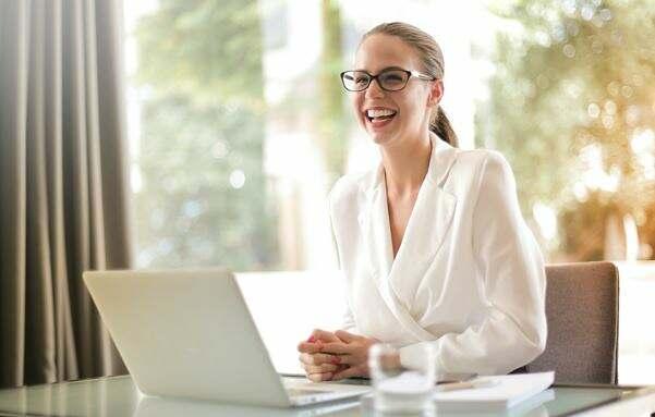 entretien-vidéo-visio-distance-télétravail-numérisation-recrutement-digitalisation-process
