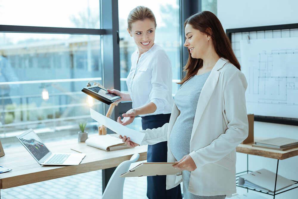 IJSS maternité et paternité 2021 : Qui peut en bénéficier ? Comment les calculer ? Comment les traiter en paie ?